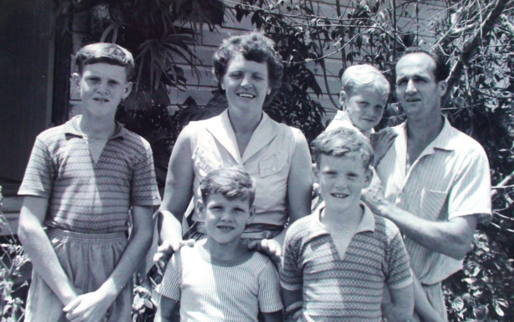 This image has an empty alt attribute; its file name is 19560101-Owen-Norma-Aitken-family-3-1024x642.jpg